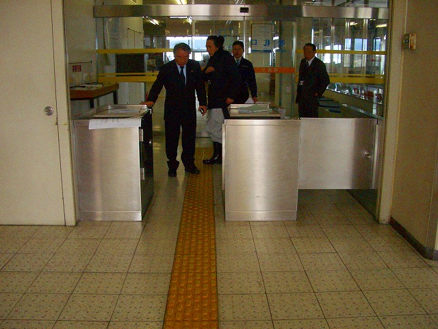 ターミナル入口ゲート什器製作取付